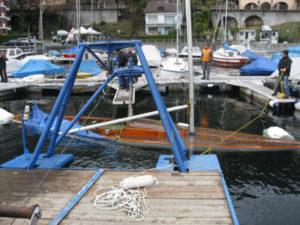 """Bergung eines Segelboots """"Schärenkreuzer"""" aus 35 m Tiefe im Hafen von Brissago"""