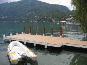 Abriss des alten Steg, Einrammen im Grund von 6 Pfosten (10 m), Ausführung und Bau eines Bootsstegs in Ascona.