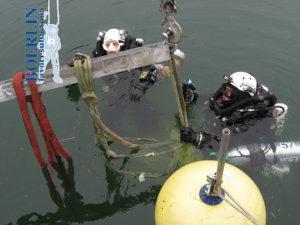 Heraufholen aus einer Tiefe von 87 Metern eines Cranchi Aquamarina 31 (4000 kg Gewicht, 10 Meter Länge). Lago Maggiore