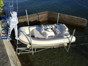 Konstruktion einer Rampe mit Slipbahnen für Schlauchboot.