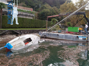 Bergung eines Segelboots
