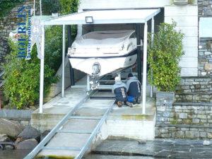 Konstruktion einer Rampe mit Slipbahnen für Boote von ca. 2400 kg