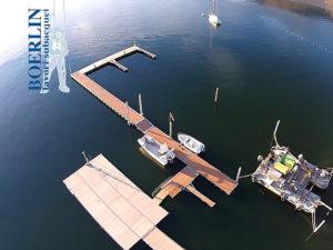 Aufstellung und Verankerung des neues Bootssteg des Centro Sportivo Nazionale di Tenero. Einschlagen von 2 Metallpfählen (12 m x 30 cm) in den Grund.