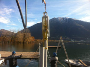 Aufstellung und Verankerung des neues Bootssteg des Centro Sportivo Nazionale di Tenero.