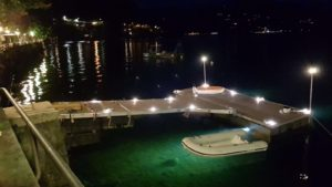 Park Hotel Italia, Cannero (I) - Konstruktion eines massgeschneiderten Laufstegs und einer massgeschneiderten Bootstegs mit Schwimmern aus Edelstahl
